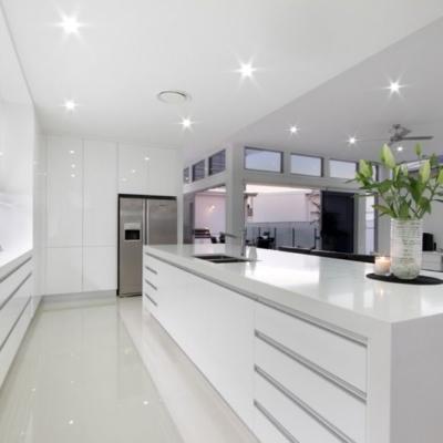 cocina blanca minimalista